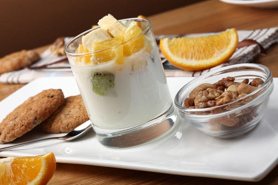 yogurt-with-fruit-2408031_1280